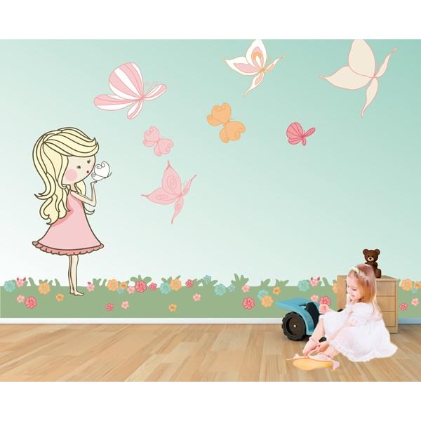 muñeca con mariposas