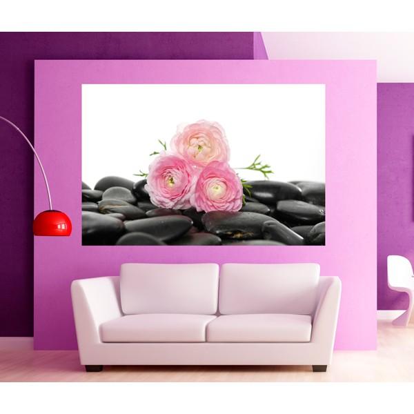 Flores rosas piedras negras