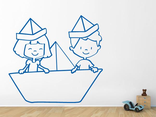 Niños en un barco de papel línea